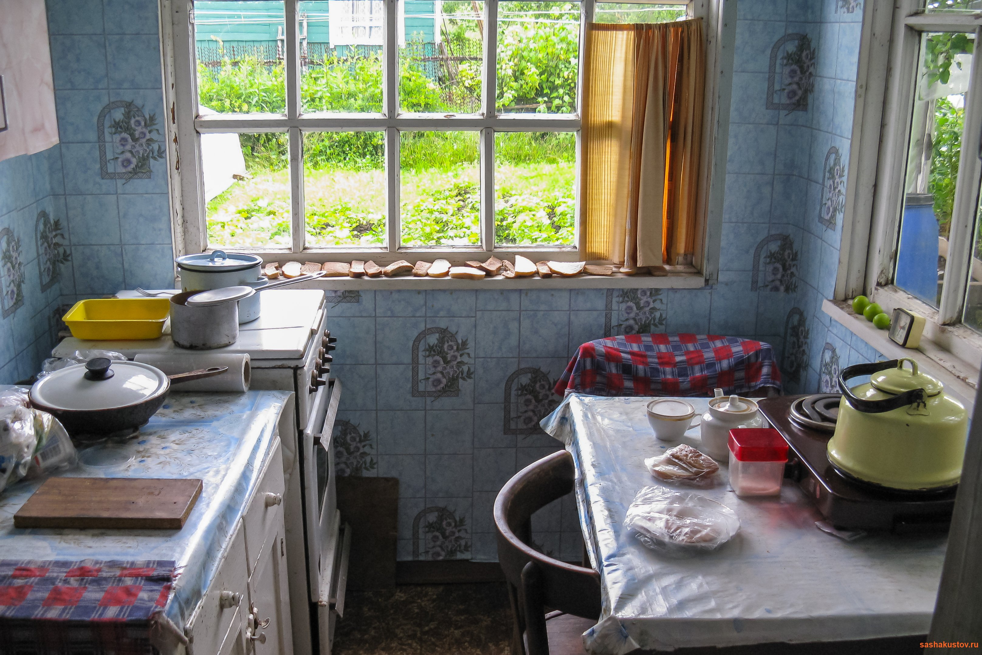 Кухня маленькая в частном доме своими руками фото