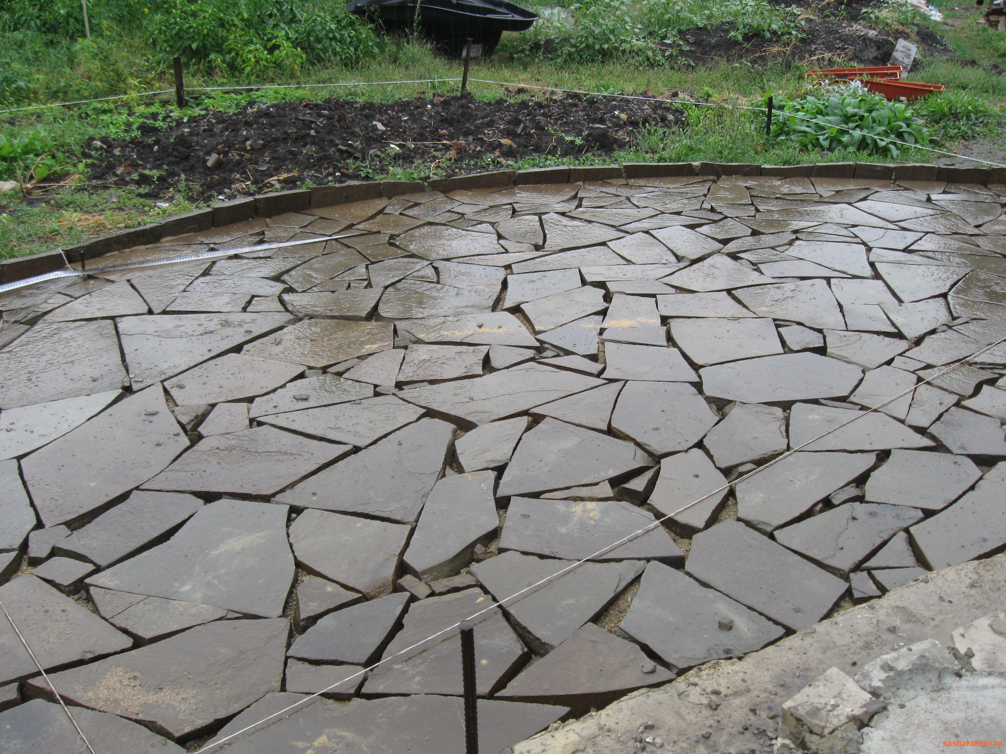 Как сделать дорожки из природного камня своими руками 75
